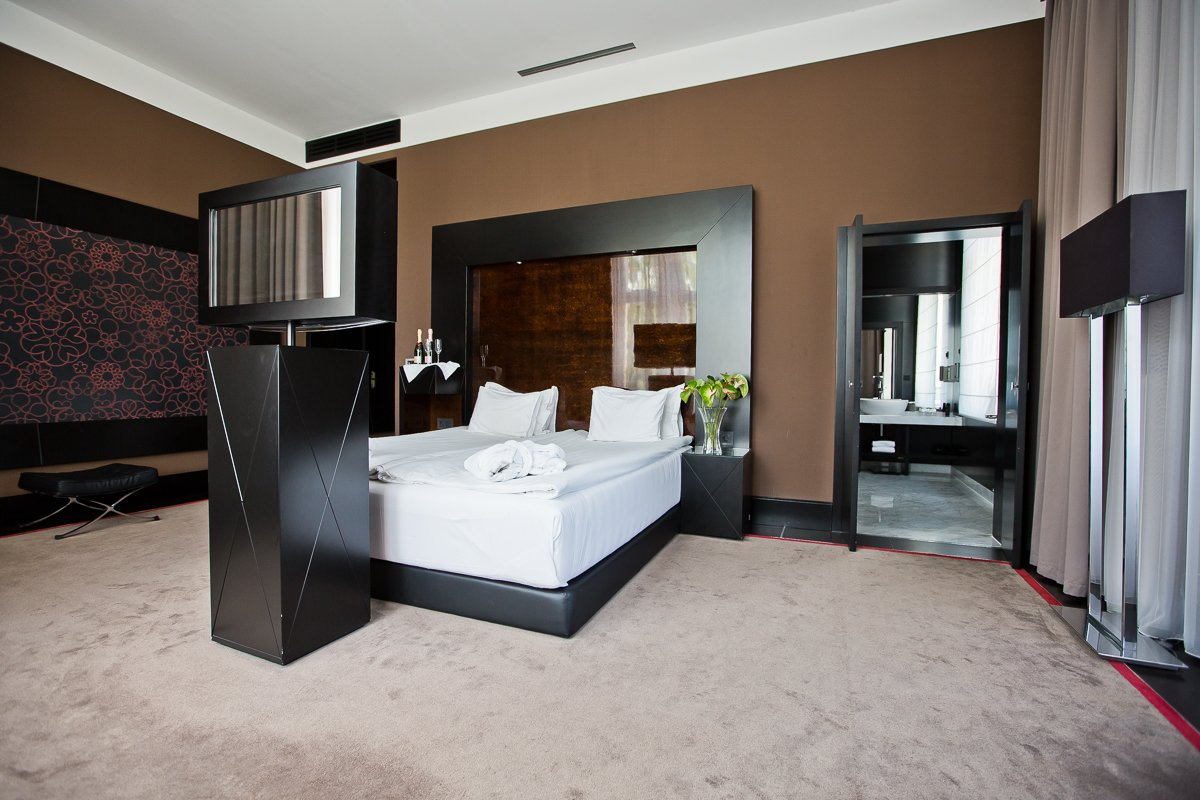 PRICES AND ROOMS