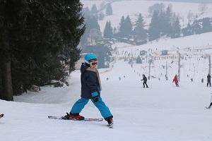 Co zabrać na narty z dzieckiem? Jak się przygotować?
