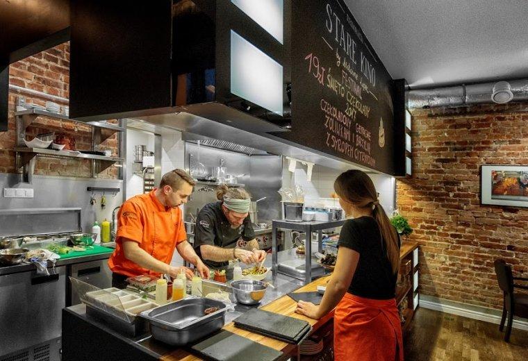 Restauracja Stare Kino Łódź - otwarta kuchnia