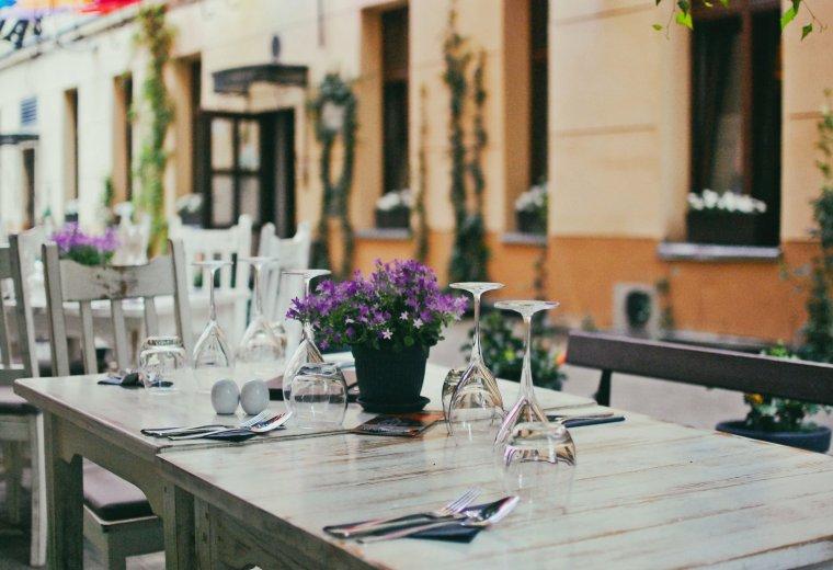 Ogródek restauracji Stare Kino by Antoine Lopez