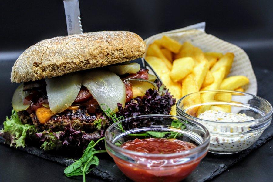 Burger łódzki restauracja Stare Kino dowóz