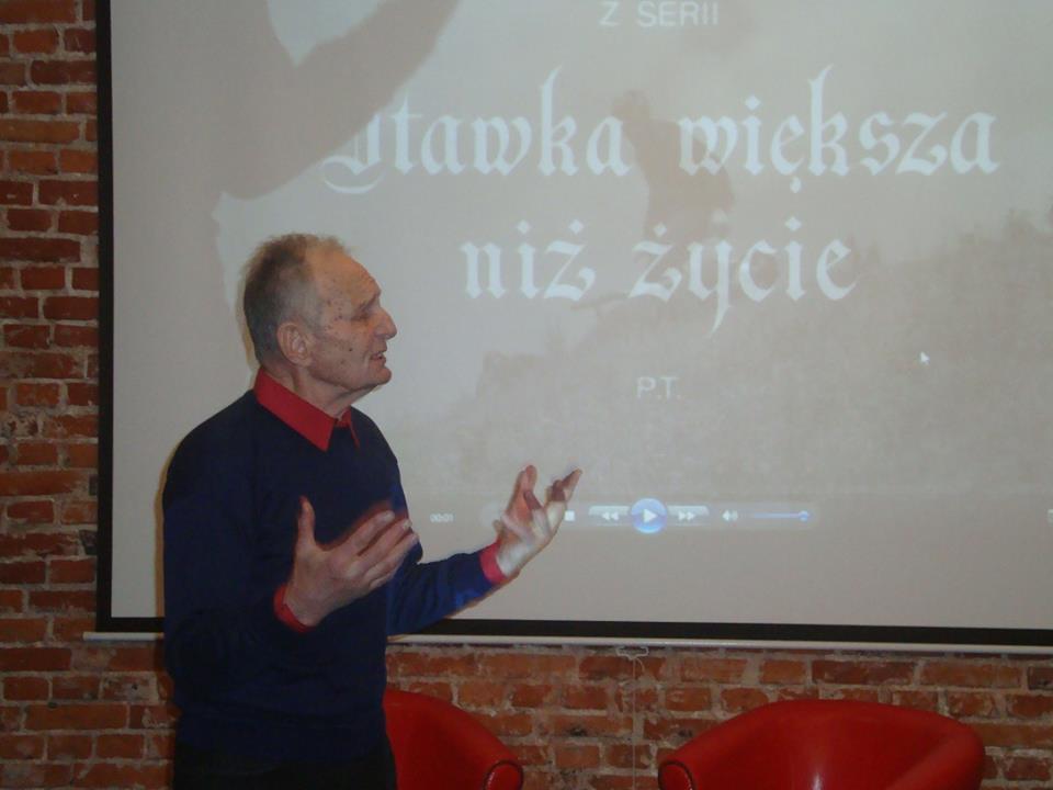 """Spotkanie klubu miłośników """"Stawki większej niż życie"""". Rozmowa z Eugeiuszem Korczarowskim."""