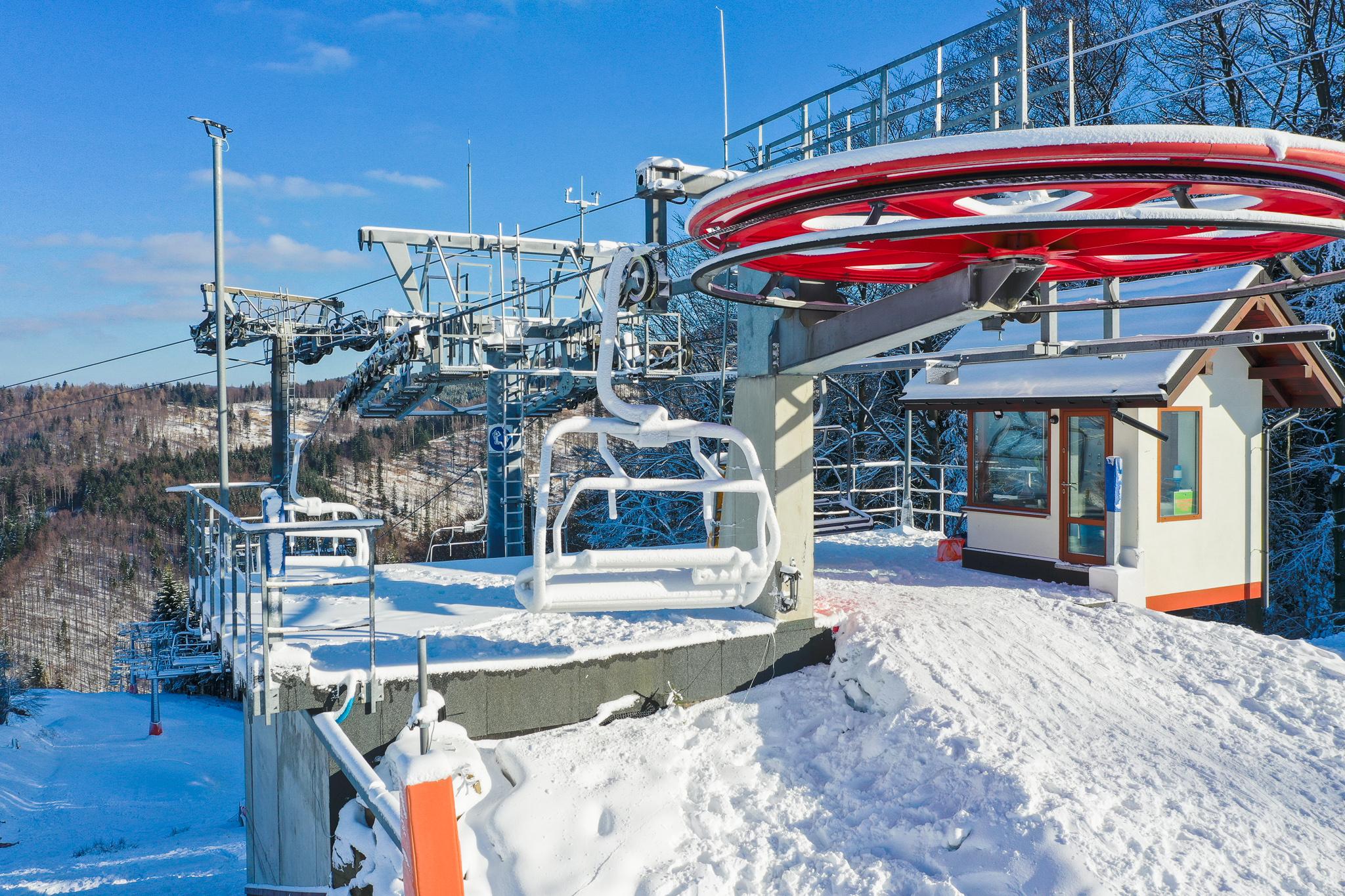 W weekend zapraszamy na wycieczkę koleją 4-osobową do magicznej krainy śniegu i pięknych widoków Beskidu Małego.
