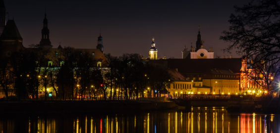 Wrocław nocą na wiosnę