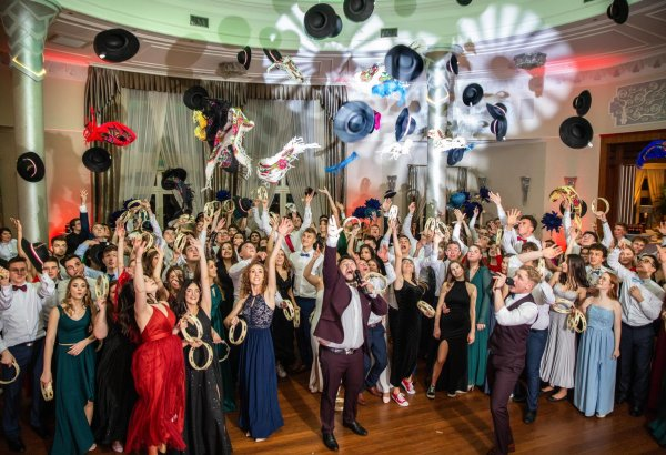 Musical setting for a prom starts from 3,000 PLN.