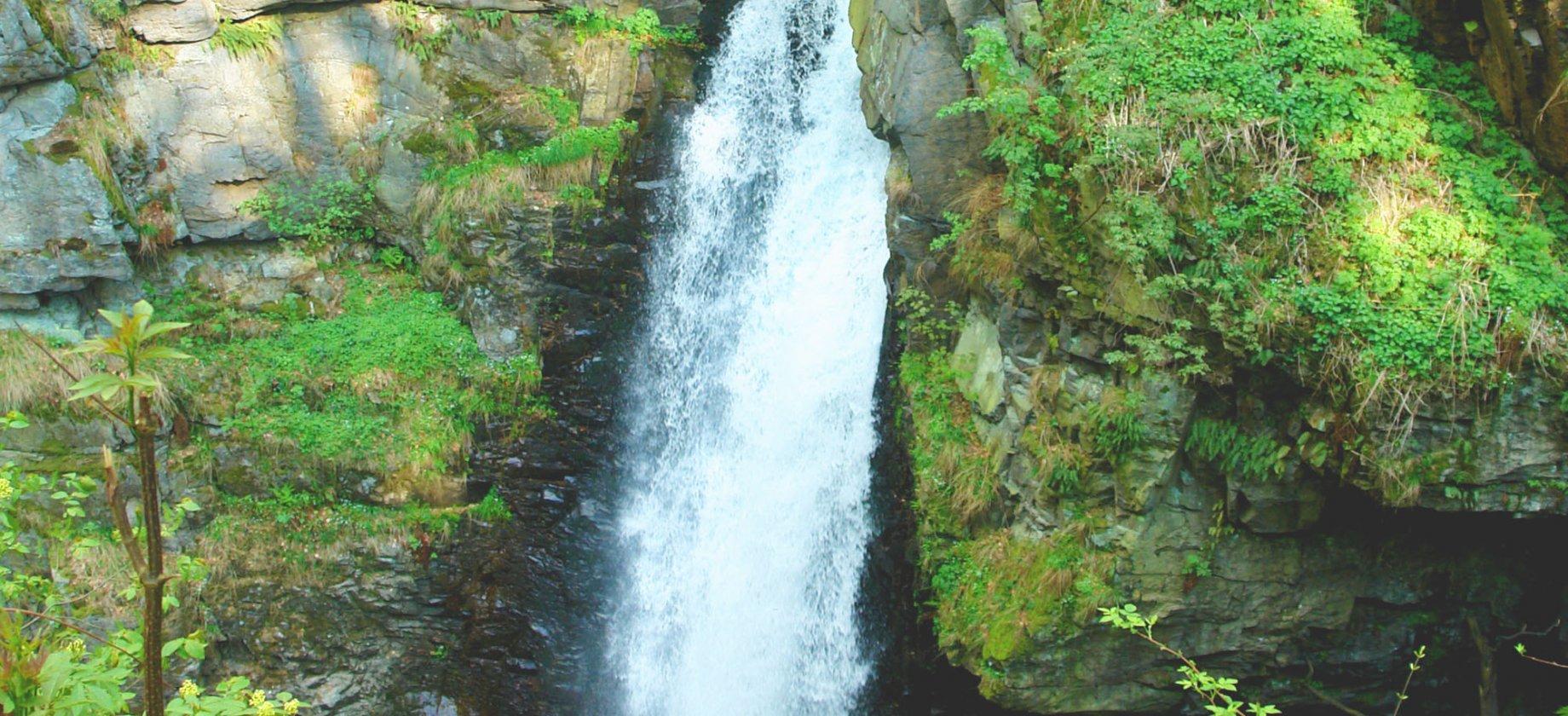 Wodospad Wilczki i zabytki architektury drewnianej w Międzygórzu