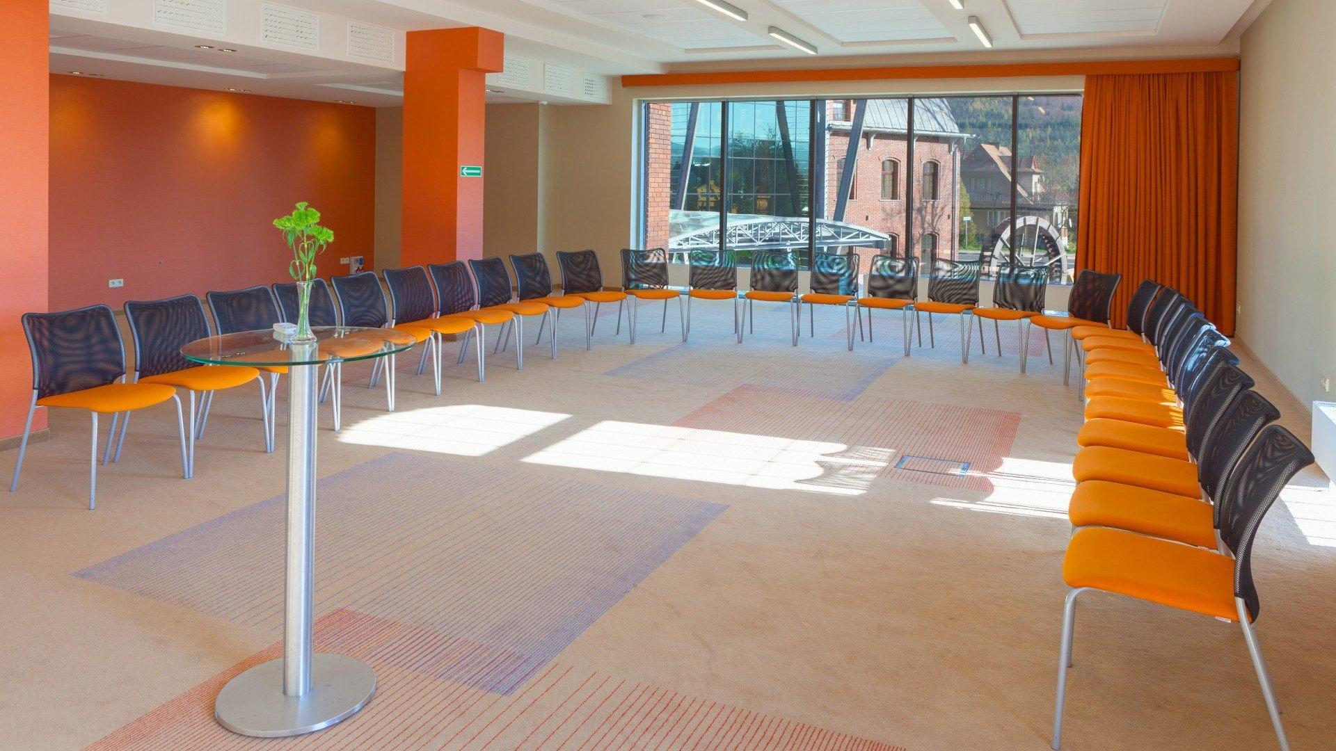 Sala konferencyjna A <br> z widokiem na koło młyńskie