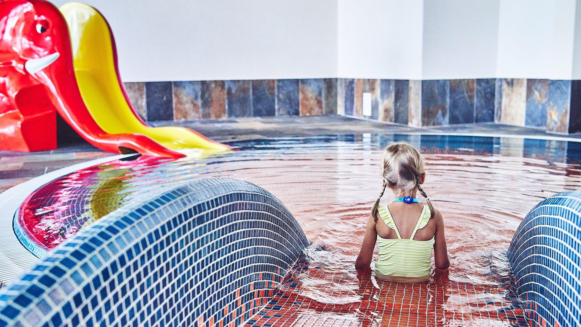 Zapraszamy do naszego basenu pełnego atrakcji dla każdego