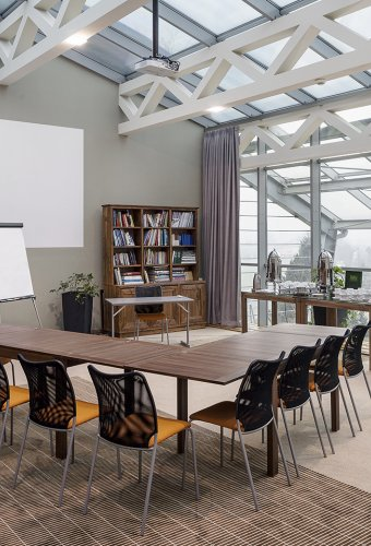 A place, where relations  build businesses, and every  meeting goes according  to plan.