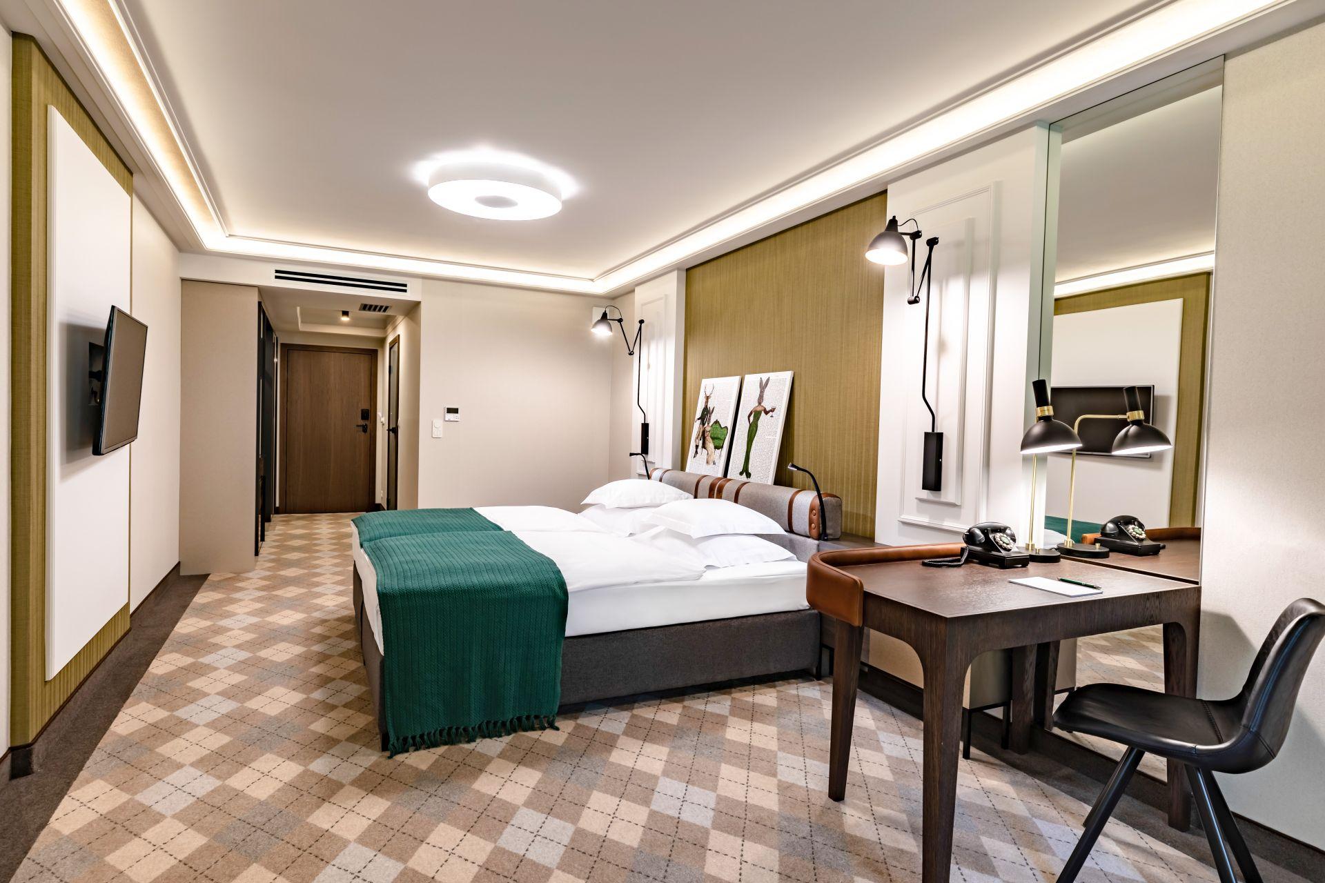 Stół dla młodej pary w sali weselnej Hotelu Traugutta3
