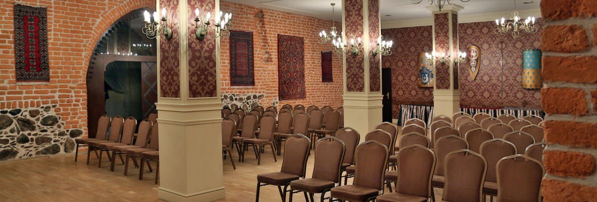 Jak współczesne wyposażenie sal konferencyjnych wpływa na efektywność spotkań biznesowych?