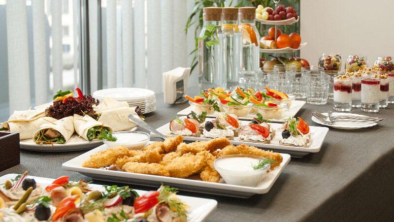 katering, przerwa kawowa i lunche