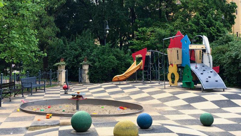 plac zabaw w parku staromiejskim