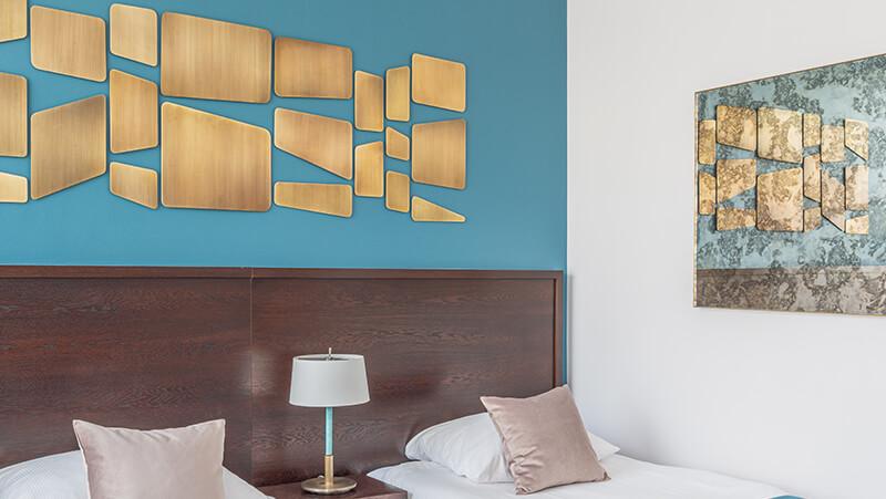 prace artystyczne z mosiądzu w hotelu Europeum