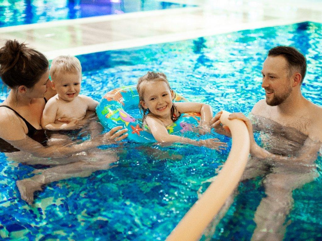 hotel rodzinny z basenem nad morzem