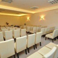 Sala konferencyjna w Mikołajkach, ustawienie teatralne