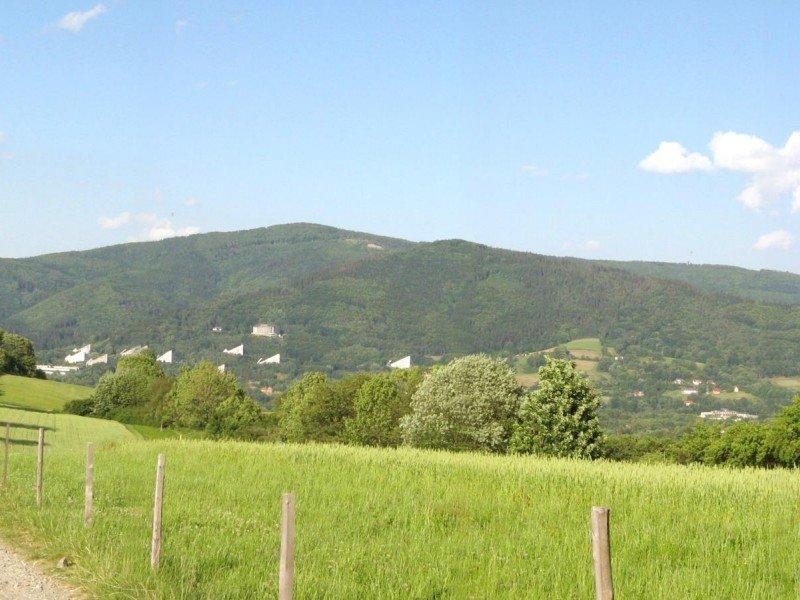 https://www.wilga-hotel.pl/thumb/800x600/uploads/Okolica/Ustrou-widok-na-rownic-panorama.jpg